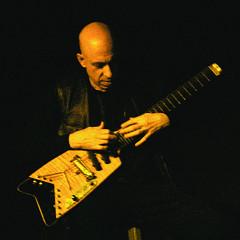Elliott Sharp in concert at La Sala Rossa during the Ça frappe event, by Productions SuperMusique [Photograph: Céline Côté, Montréal (Québec), March 25, 2009]