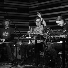 Sound of the Mountain, Akiyama Tetuzi, Craig Pedersen, Elizabeth Millar, Toshimaru Nakamura [Photo: Elaine Louw Graham, Montréal (Québec), 27 octobre 2019]