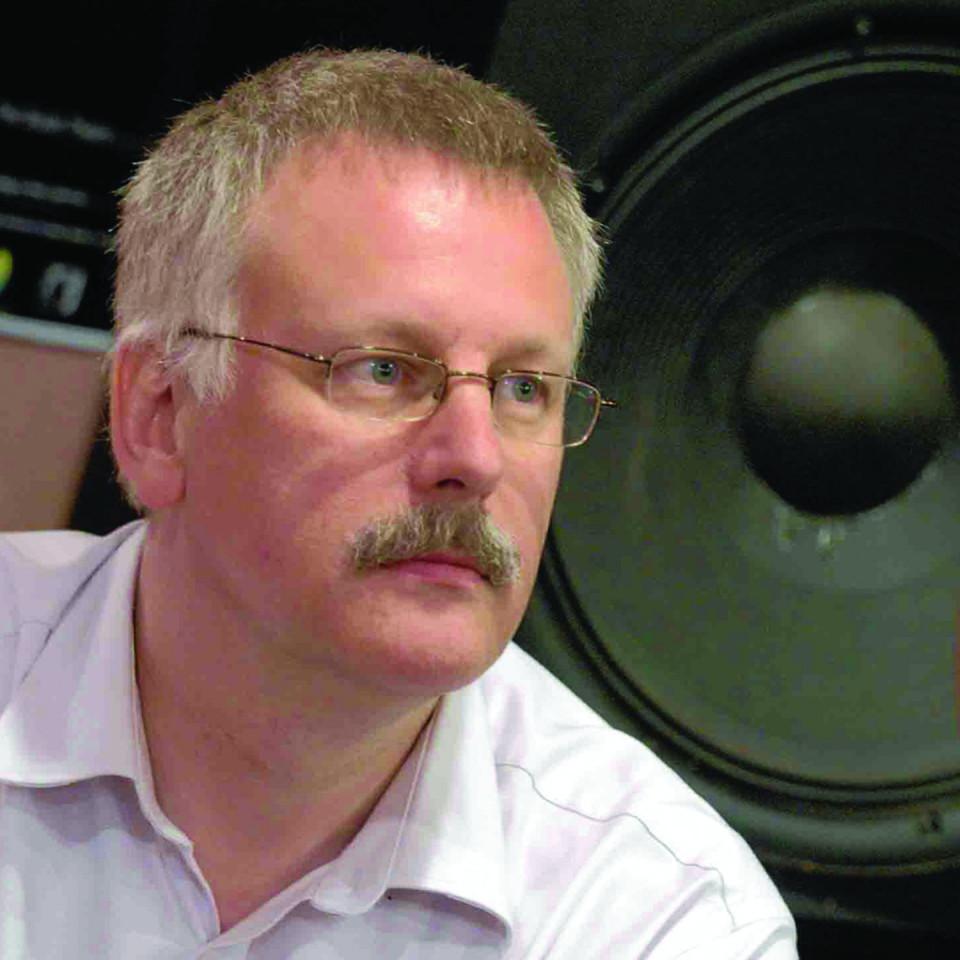 Pete Stollery dans le studio de musique électroacoustique du Northern College [Photo: Sandy Porter, Aberdeen (Écosse, RU), 28 février 1999]