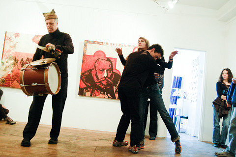 Pierre Tanguay, Julie Lassonde, Nicolas Filion / Scott Thomson: BELGOrientation, Édifice Belgo, Montréal (Québec) [Photo: Céline Côté, Montréal (Québec), 10 octobre 2009]
