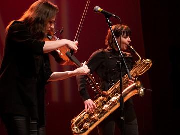 et Ida Toninato lors du concert Le cabaret qui ruisselle, dans le cadre du festival Montréal / Nouvelles Musiques 2021. [Photo: Jérôme Bertrand, Montréal (Québec), 24 février 2021]