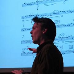 Scott Thomson donne des explications [Photo: Céline Côté, Montréal (Québec), 1 mars 2014]
