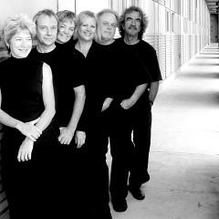 Ensemble Transmission / Also pictured: Lori Freedman, Guy Pelletier, Brigitte Poulin, Julie Trudeau, Alain Giguère, Julien Grégoire