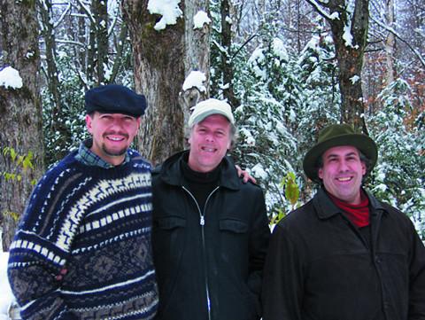 Trio Derome Guilbeault Tanguay, Normand Guilbeault, Pierre Tanguay, Jean Derome [Photo: Bernard Grenon, Saint-Jacques-le-Majeur-de-Wolfestown (Québec), 22 octobre 2003]