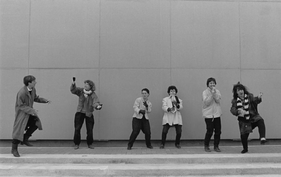 Wondeur Brass (4e formation), portrait style Air Music: Diane Labrosse, Danielle Palardy Roger, Joane Hétu, Gin Bergeron, Hélène Bédard, Judith Gruber-Stitzer [Photo: Suzanne Girard, 1985]
