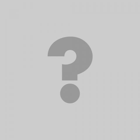 Pierrette Gingras, directrice générale du Groupe Le Vivier en compagnie des musiciens de l'ensemble Magnitude6 — quintette de cuivres et batterie [Photo: Michel Dubreuil, Montréal (Québec), December 8, 2015]